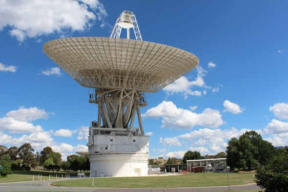 Deep Space Station 43 in Canberra receiving the 'wake up' call from the New Horizons spacecraft. Image: CDSCC/CSIRO