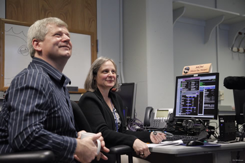 New Horizons' mission operations managers were all smiles as they received news that their spacecraft had awoken. Image: NASA/JHUAPL