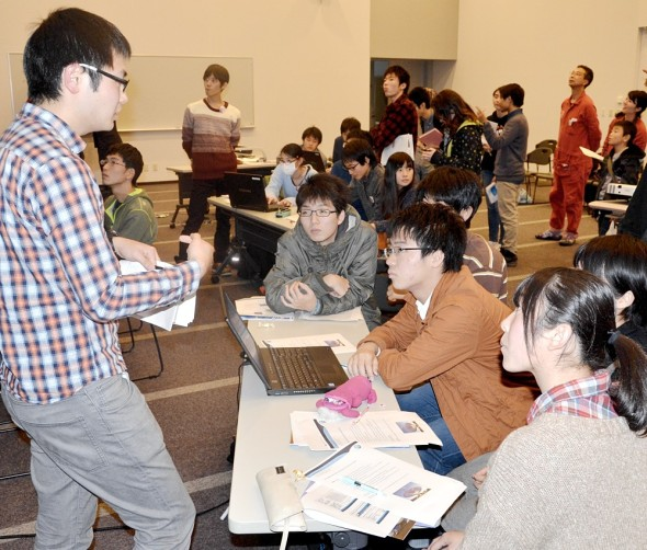 Students at Sendai discussing their data assisted by a student from Tohoku University.